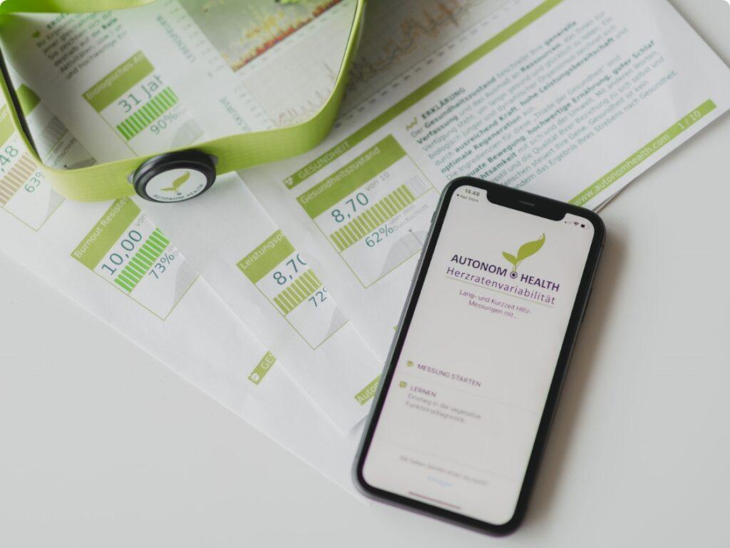 Herzratenvariabilität - Befunde, Brustgurt und Handy mit App von Autonom Health
